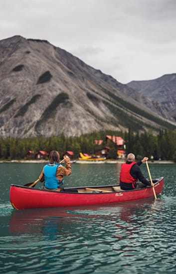 couple canoeing in the rockies